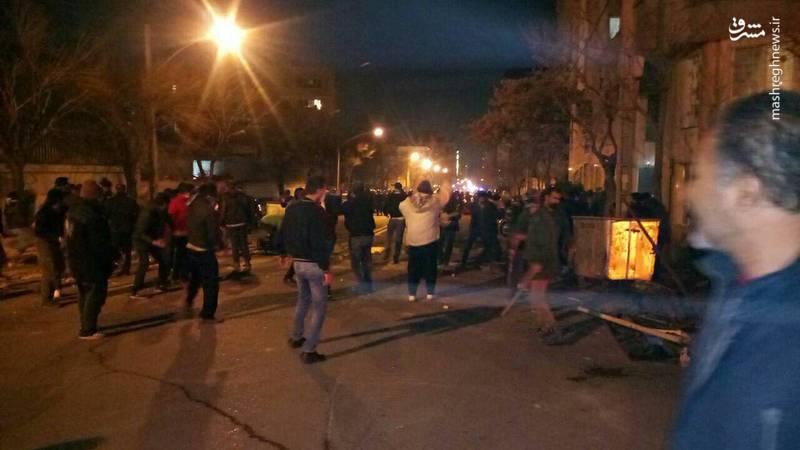۳ شهید و چند مجروح در پی حمله دراویش/ سخنگوی ناجا: قاتلین دستگیر شدند/یک ماشین دیگر ماموران ناجا را زیر گرفت/ خودروی یکی از اهالی محل به آتش کشیده شد  +عکس و فیلم