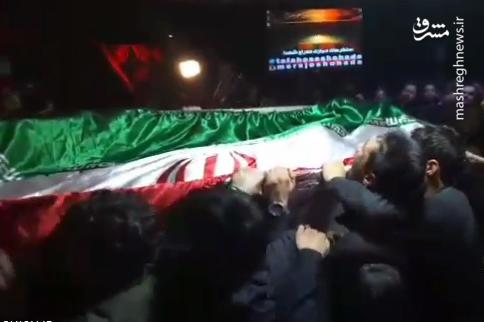 وداع با پیکر بسیجی شهید محمد حسین حدادیان