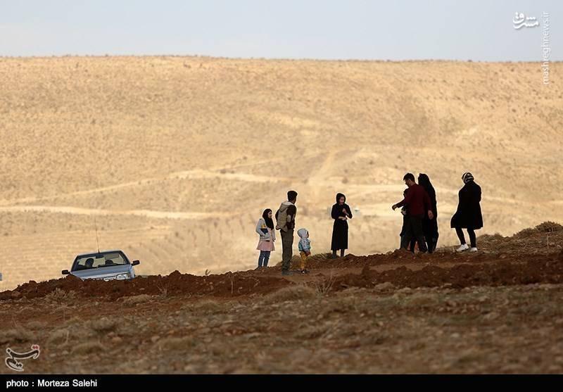 به گفته فرمانده انتظامی استان اصفهان حضور تعدادی زیادی از مردم کار امداد رسانی را دشوار کرده است.