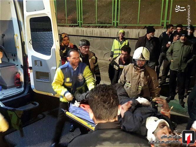 راننده 50 ساله کامیونت ایسوزو به سختی مجروح و محبوس شده بود