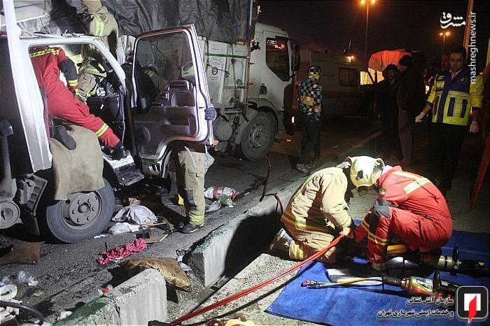 عملیات رهاسازی سرنشینان گرفتار توسط ماموران آتش نشانی
