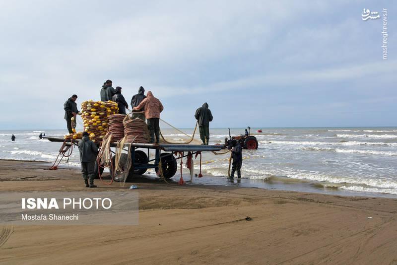 جستجوی پیکر صیادان مفقود شده در دریا