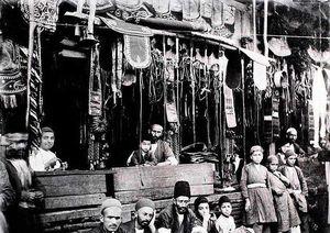 عکس / عتیقهفروشان تجریش در دوره قاجار