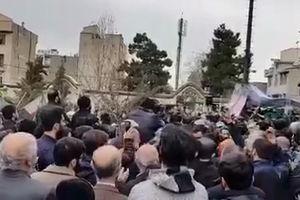 مداحی حاج محمود کریمی در لحظات خاکسپاری شهید محمد حسین حدادیان