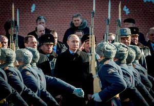 پوتین مراسم رسمی به مناسبت روز «دفاع از میهن»
