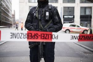 عکس/ دوکشته براثر تیراندازی مقابل بانک در سوئیس