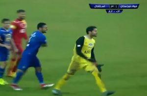 فیلم/ ناراحتی شدید حسینی پس از دریافت کارت زرد و محرومیت از دربی