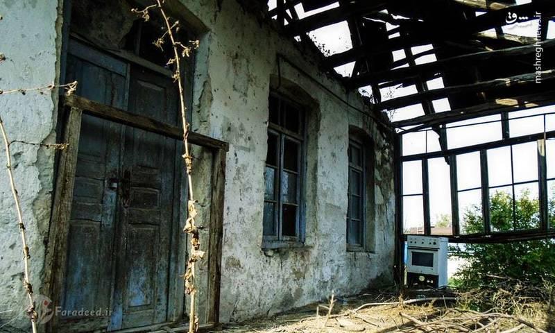 بسیاری از خانه هایی که در سالهای 1980 تا 1994 بر اثر جنگ و درگیری به خرابه هایی تبدیل شده و به دلیل هزینه های زیاد، بازسازی نمی شوند.
