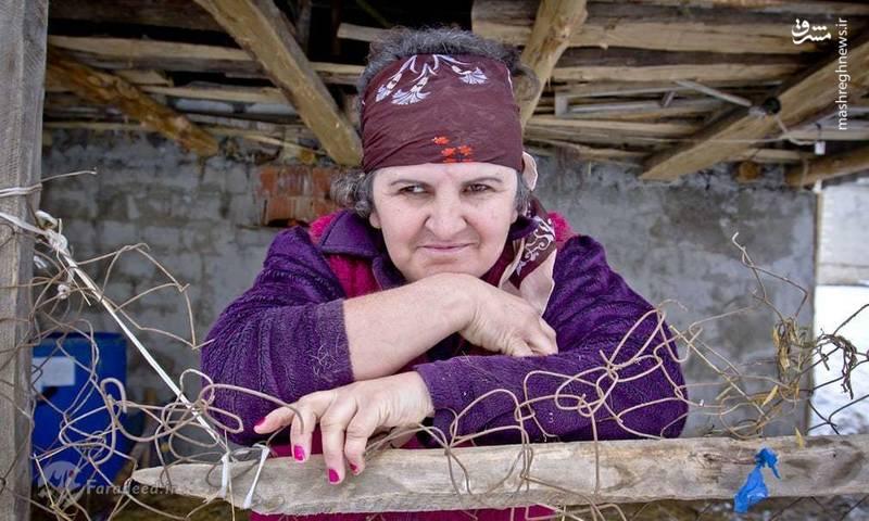 یکی از اهالی روستا که معتقد است که اگر چه خاک بارور است، ولی به دلیل کمبود آب نمی توانند کشاورزی کنند