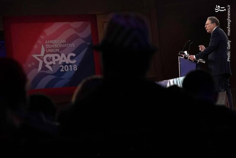 وین لاپییر قائممقام انجمن سلاح آمریکا در پایان سخنرانیاش گفت برای مقابله با یک نوجوان بد مسلح، باید یک نوجوان خوب را مسلح کنیم! ظاهراً همه استدلالها باید شامل فروش بیشترِ سلاح باشد.