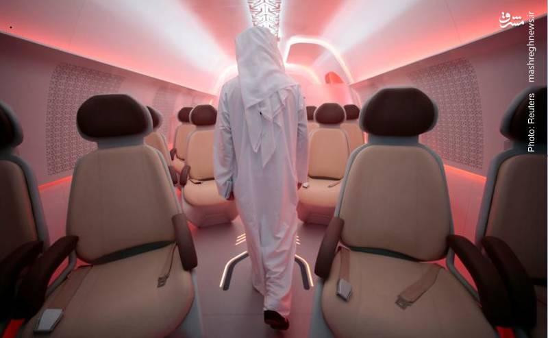 رونمایی از کپسول مسافربری که در دالانی بدون هوا قادر است فاصله دبی تا ابوظبی را که با ماشین شخصی 90 طول میکشد، به 12 دقیقه کاهش دهد. این کپسول قادر است هر ساعت تا 10000 مسافر را به صورت دوطرفه جابجا نماید.