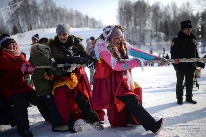 گوشهای از جشن ماسلنیتسا در روسیه و کشورهای اسلاو که طی آن مردم در آستانه بهار طبیعت از یکدیگر حلالیت میطلبند.