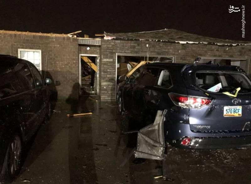 بر اثر گردباد در سه ایالت جنوبی آمریکا که از روز شنبه آغاز شده، دستکم 3 نفر کشته شدند.