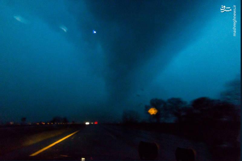 وقوع گردباد در آرکانزاس، میسوری، میسیسیپی، تنسی، کنتاکی و لوئیزیانا زندگی را برای ساکنان این ایالتهای آمریکا مشکل کرده است.
