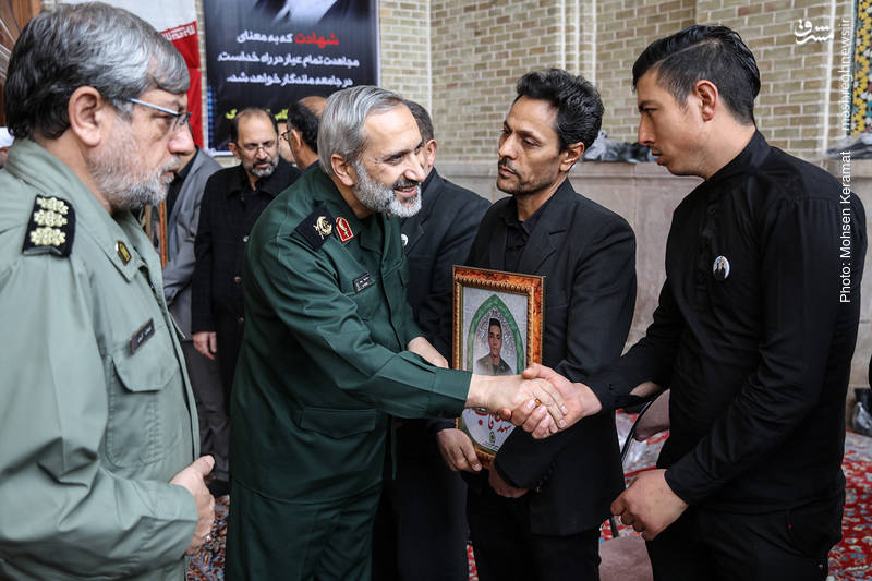 گفتگوی سردار یزدی با خانواده شهدای خیابان پاسداران