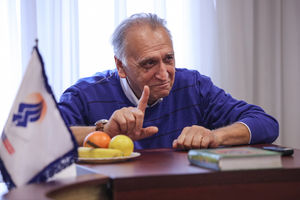 احمد نجفی: کار بزرگی در پیش داریم/ مشرق ظلم و جفا را به خوبی برملا میکند+فیلم