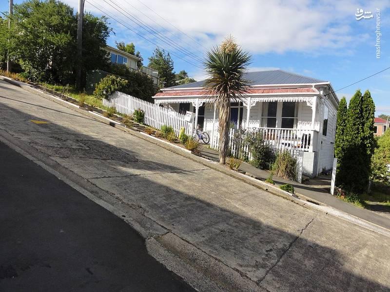 خانههایی که در اطراف این خیابان ساخته شده اند کاملا کج دیده می شوند