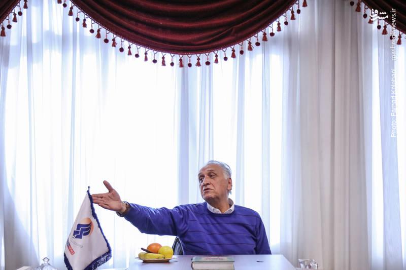 احمد نجفی: ظلم و جفا را مشرق دارد به خوبی بر ملا میکند، امیدوارم خسته نباشید و امیدوارم همیشه کار خداییاتان را انجام بدهید.
