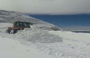فیلم/ عملیات برف روبی در محور سی سخت