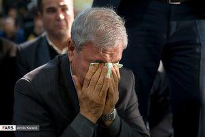 عکس/ اشک های وزیر کار در بزرگداشت قربانیان سانحه هوایی
