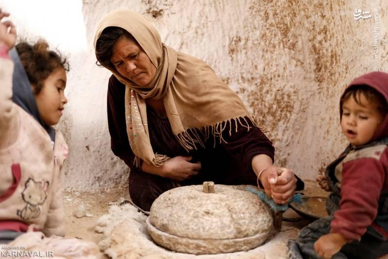 گوشه ای از زندگی روزمره ساکنان خانه های زیرزمینی