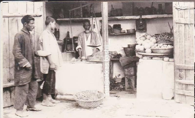 سال ۱۳۰۸؛ دکان میوه فروشی در شهرری تهران