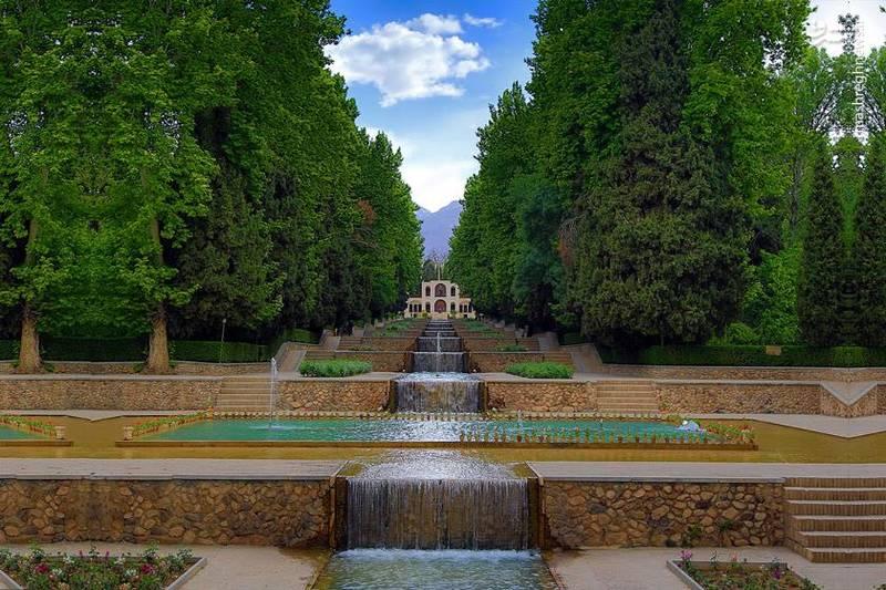 وجود باغی سرسبز در دل کویر یکی دیگر از دلایلی است که این اثر را همچون یک معجزه شکل داده و حیرت همگان را برانگیخته است.