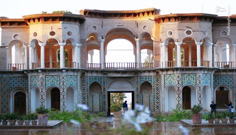باغ شاهزاده مجموعه ای از بناها را در خود جای داده است که در کنار یکدیگر نمایشی از شکوه معماری ایرانی را به راه انداخته اند.