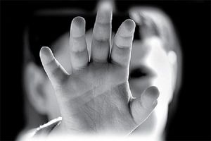 فوت کودک ۶ ساله در پی کودک آزاری نامادری