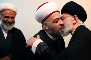 عکس/ وزیر اوقاف سوریه در آغوش رهبرانقلاب