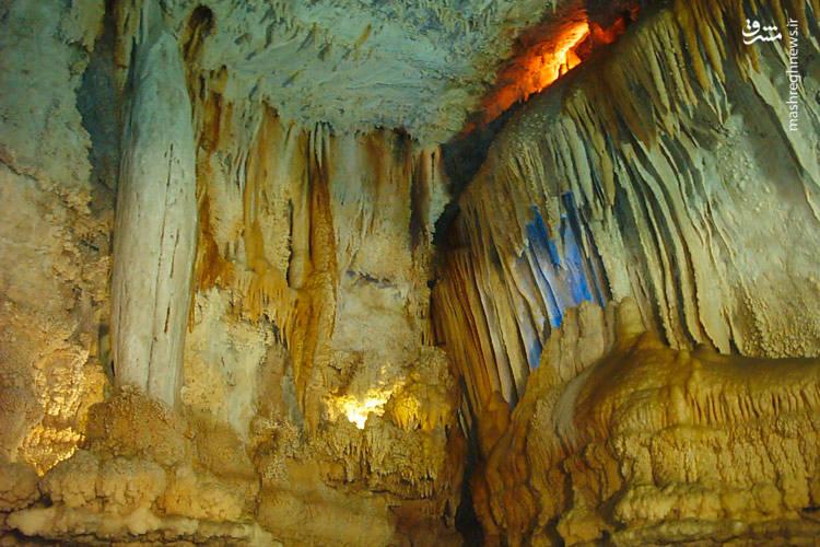 این غار حاصل نفوذ اسید کربنیکهای ضعیف درون زمینهای آهکی است.