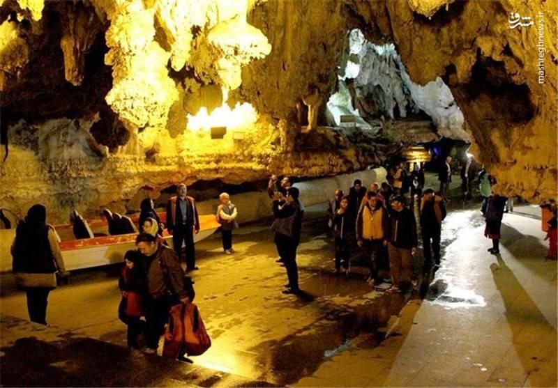 مسیر پیش رویتان در غار علیصدر با قایقرانی آغاز و با قایقرانی نیز به اتمام میرسد.