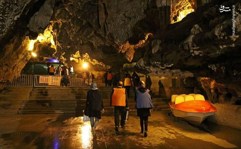 این غار در ارتفاعات ساری قیه نزدیک روستای علیصدر شهرستان کبودراهنگ در استان همدان واقع شدهاست.