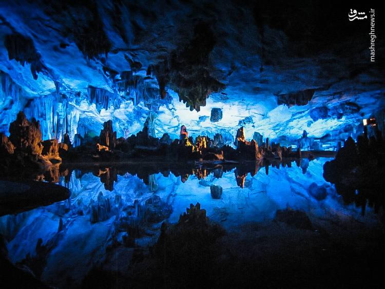 طبق گفتهی زمین شناسان قدمت سنگهای این غار به ۱۳۰ تا ۱۹۰ میلیون سال قبل باز میگردد.