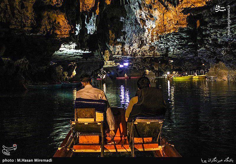 از مجموعه رشته آبها، دریاچه بزرگی در درون غار بوجود آمده و از این رو نفوذ به ژرفای غار تنها با قایق میسر است.