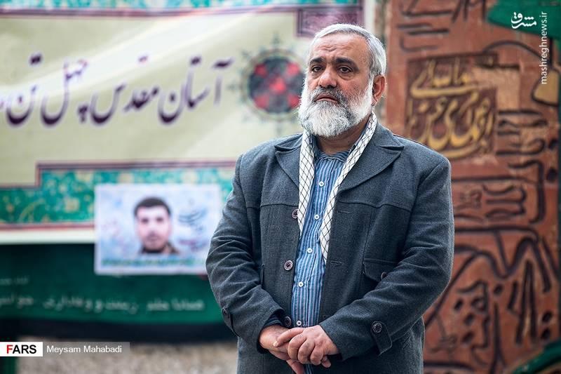 سردار محمدرضا نقدی بر مزار برادر شهیدش