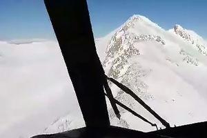 فیلم/ بالگرد هلال احمر بر فراز کوه دنا