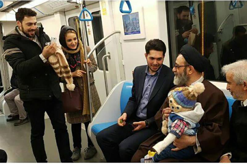 فیلم/ امام جمعه تبریز در مترو