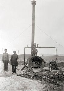 عکس/ اولین دستگاه استخراج نفت در مسجد سلیمان