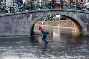 تفریح بر روی آبهای یخ زده