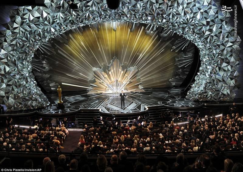 اجرای این مراسم مانند سال پیش بر عهده جیمی کیمل بود.
