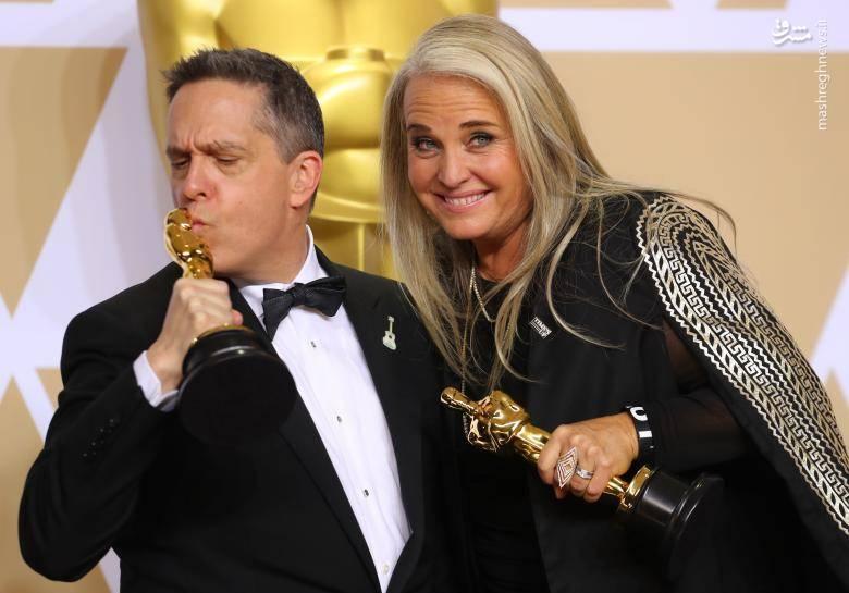لی اونکریچ و دارلا اندرسون برنده بهترین انیمیشن ساز برای انیمیشن (کوکو)