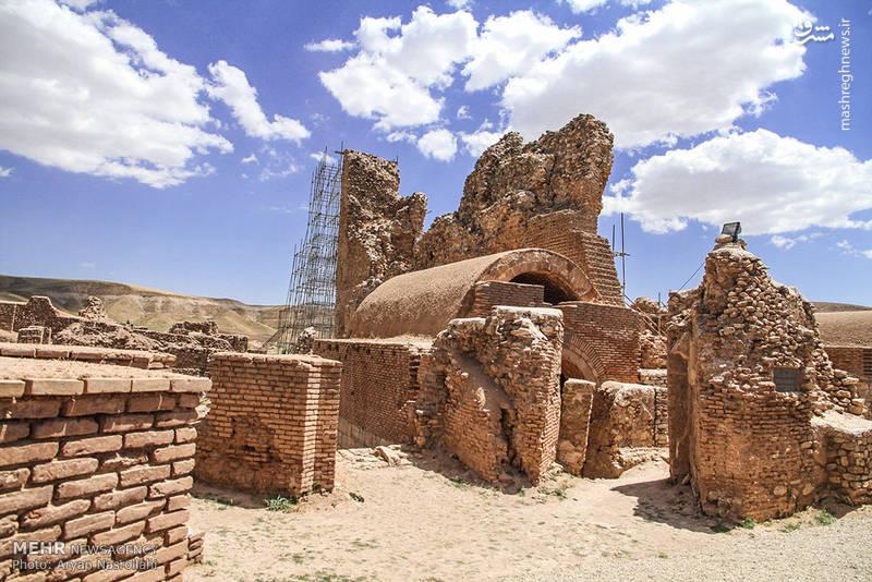 این شهر باستانی در ادوار مختلف محل سکونت اقوامی مانند، مادها، هخامنشیان، اشکانیان، ساسانیان و مغولان بوده و در هر یک از دورانهای فوق، این محل در اوج قدرت و تمدن زمان مربوط به خود بوده است.