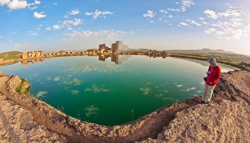 دهانه این دریاچه همانند دریاچه ای زیبا و به شکل بیضی است. قطر بزرگ این بیضی 120متر و قطر کوچک آن 80 متر بر آورد می شود