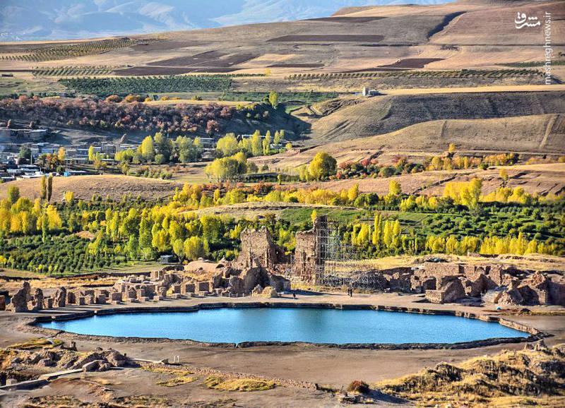 تخت سلیمان که یکی از سه آتشکده معروف ساسانی را درخودجای داده و محل تاجگذاری پادشاهان این سلسله بوده احتمالا در دوران پیروز، پدر بزرگ انوشیروان بنا شده است.