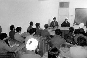 بازدید رهبرانقلاب و آیت الله طبسی از یک کلاس درس