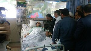 عکس/ عیادت سرلشکرجعفری از بسیجی مجروح خیابان پاسداران