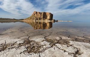 روحانی ۱۷ اردیبهشت: دریاچه ارومیه تثبیت شد / ۷ اسفند: کاهش ۱۰ درصدی آب دریاچه ارومیه