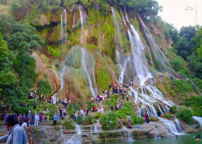 نمایی زیبا از آبشار بیشه