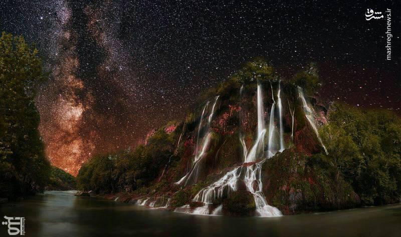 نمایی زیبا از آبشار بیشه در شب